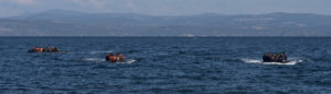 20151029_5boats_with_refugees_arriving_to_Skala_Sykamias_Lesvos_Greece-Wikimedia Commons