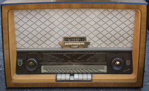 800px-Radio-philips-capella_hg